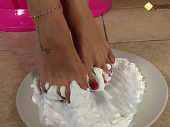 Sexy Daniela uses her feet to make a stunning and arousing scene