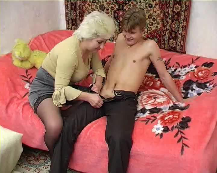 и видео бабка мальчик порно абсолютно
