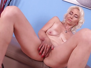 Mature petite mother hungry for rough sex