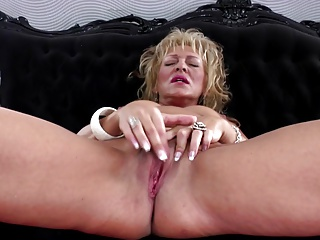 Hot amateur mom with wet pussy