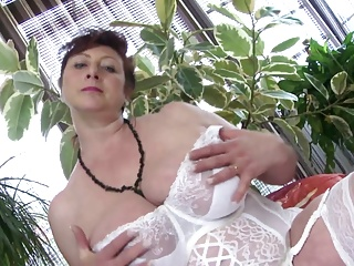 Mature busty princess MILF need a good fuck