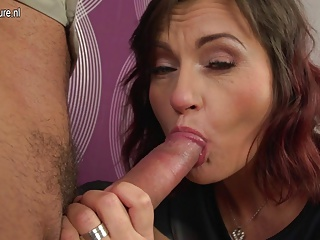 Mature mother sucking fucking squirting