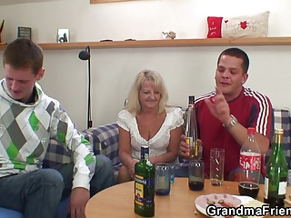 Two partying guys screw boozed blonde granny