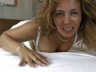 Amateur mature latina mom masturbating