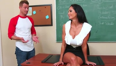 Milf with hot hooters in hardcore porno video in office