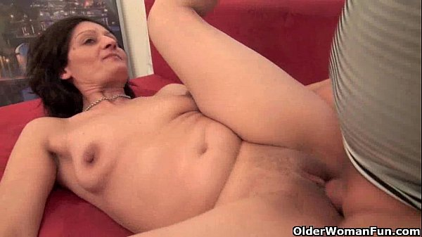 Mature housewife getting fucked on the couch - 5 min HD