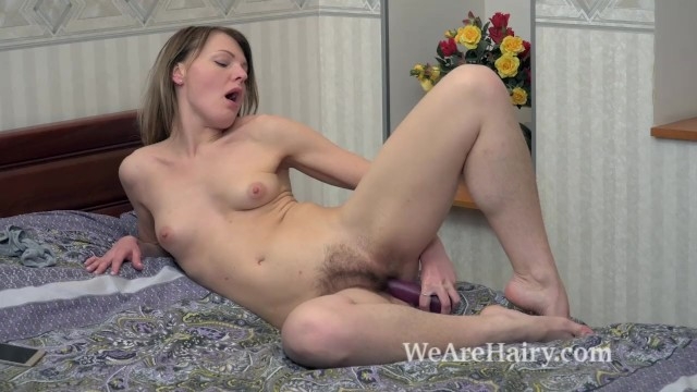 Jeniffer masturbates in bed with her purple toy