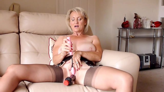 Awesome Michelle knows how to masturbate with a long sex toy