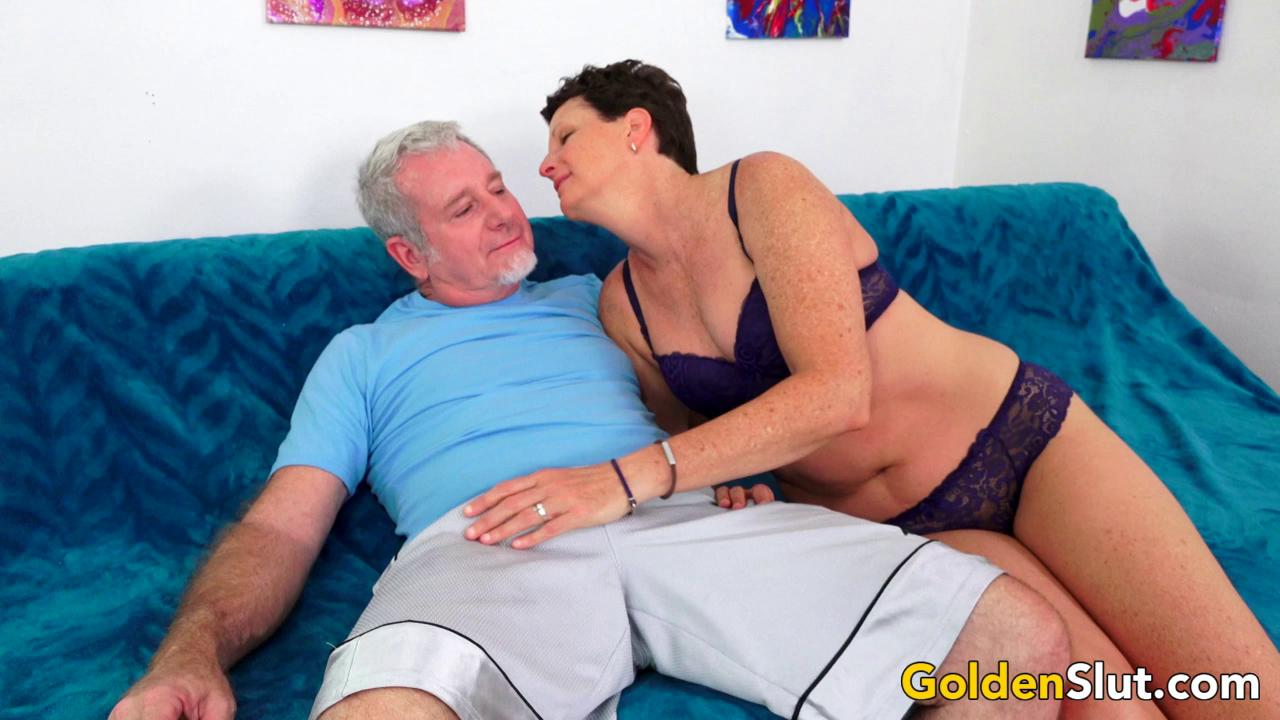 Short Haired Mature Lady Beth McKenna Has Her Hairy Pussy Railed