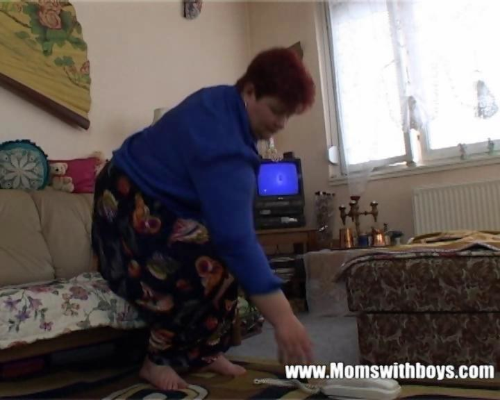 Horny Mature Lady Seduces The TV repair-Man on GotPorn
