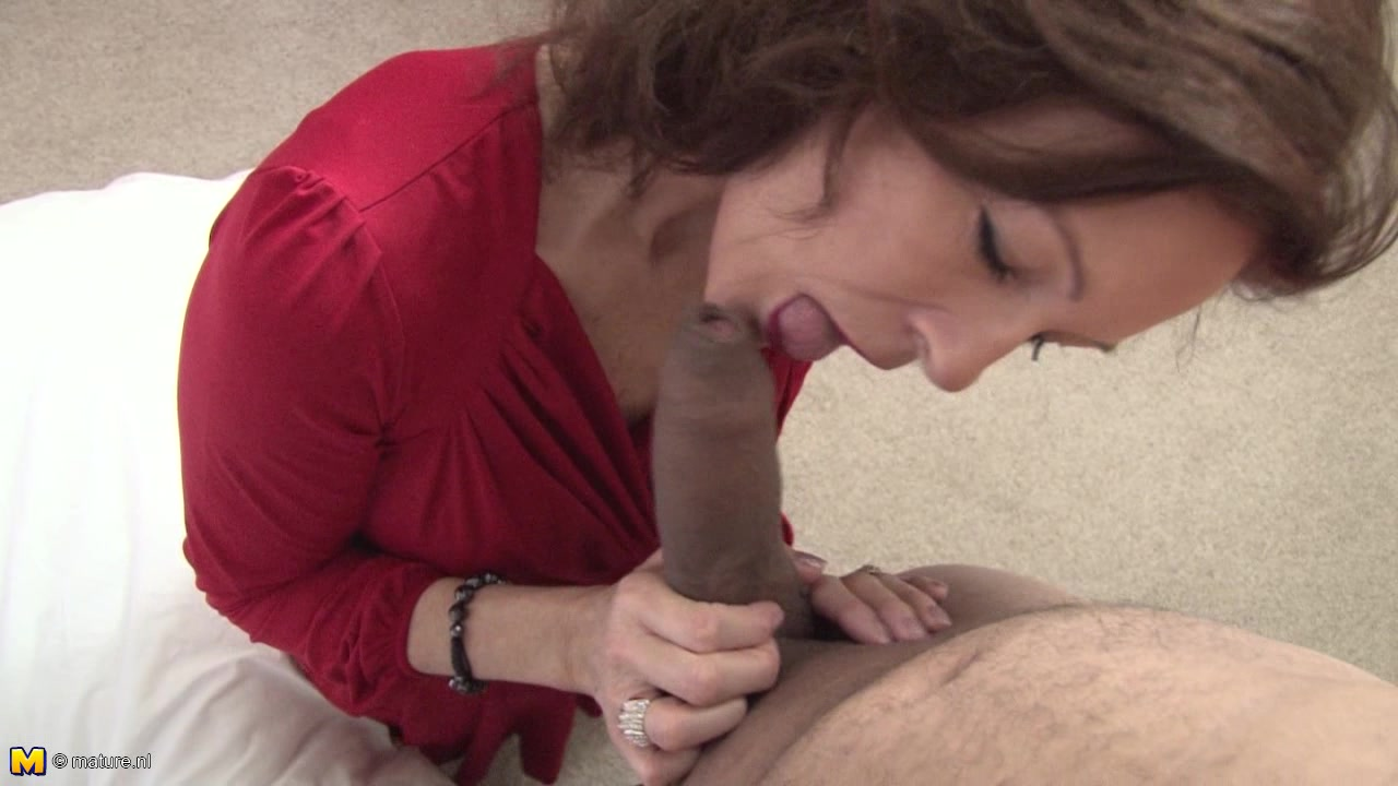 Slutty Mature Chick Lets Her Apprentice Push The Dick Into Her Beaver