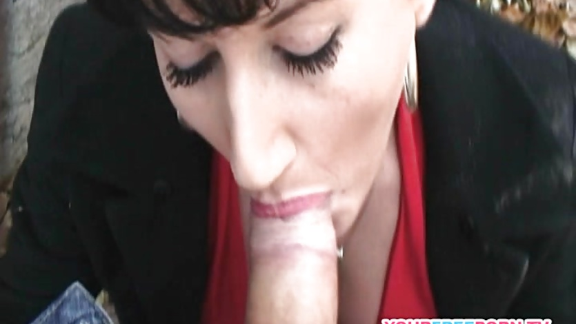 Amateur MILF agreed to public sex for money