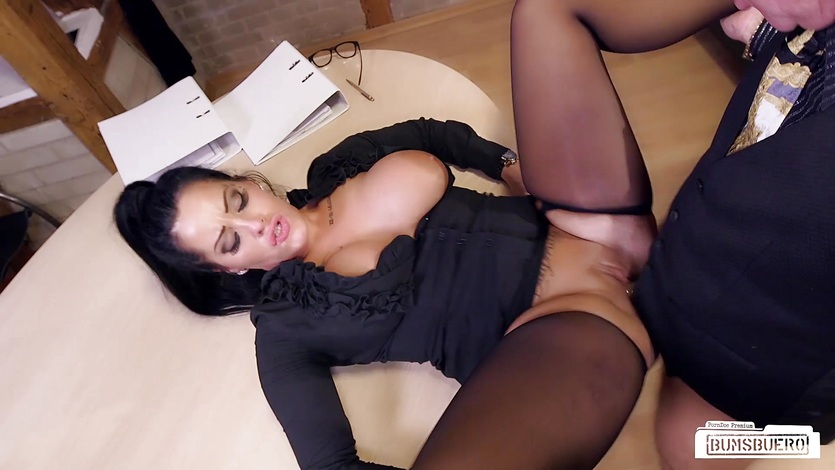 Bums Buero - Sex at work with a German MILF secretary